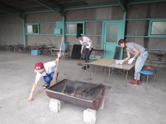 焚き火の準備とテーブル作り